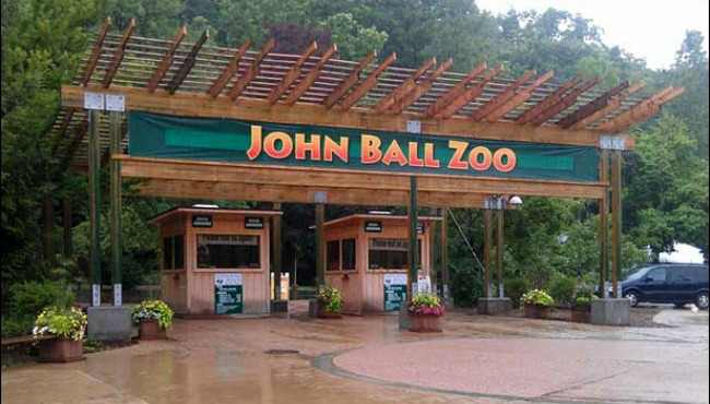 Alumni association to host john ball zoo alumni and - Home and garden show 2017 grand rapids ...