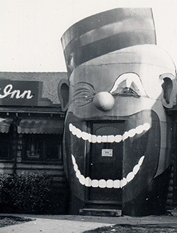 Coon Chicken Inn enterance