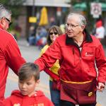 PRESIDENT DAVID EISLER GREETS ALUMNI AND FRIENDS ALONG THE PARADE ROUTE.