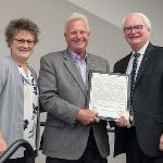 ALUMNUS AND BENEFACTOR JEFF ROWE RECEIVED THE CLARK ANDRESON ALUMNI RECOGNITION AWARD.